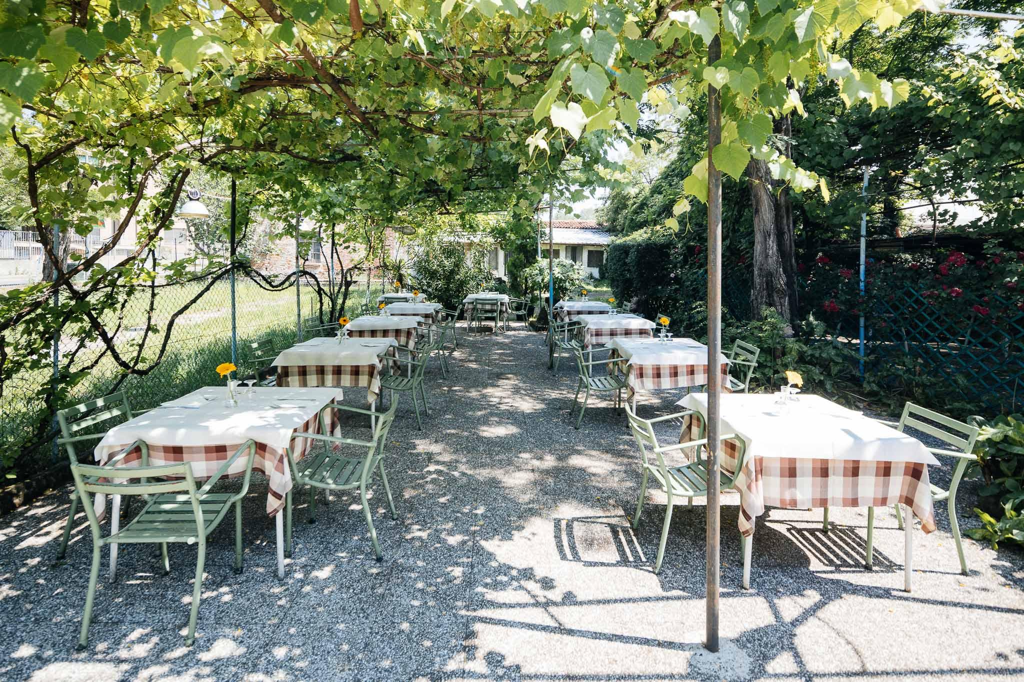 Il Casottel è il luogo giusto per dimenticare di vivere in una metropoli, e ricordarsi di essere a Milano.